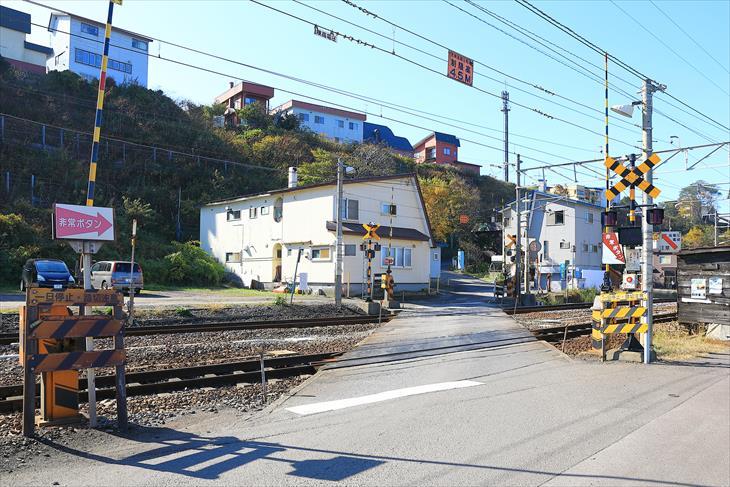 朝里駅近くの踏切