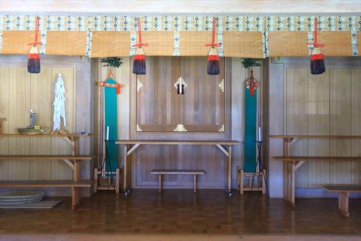 朝里神社の社殿の中