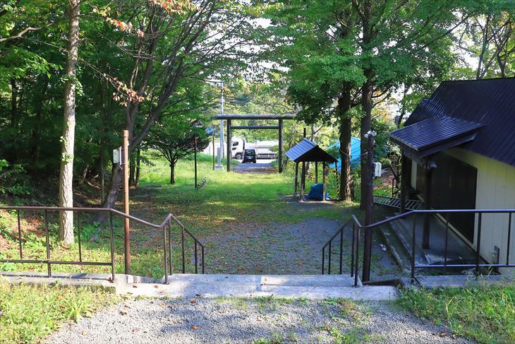 張碓稲荷神社の境内