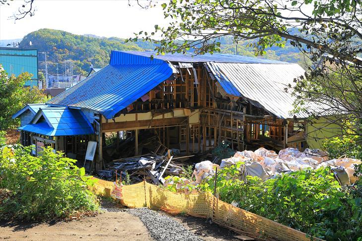 金吾龍神社の倒壊した社殿
