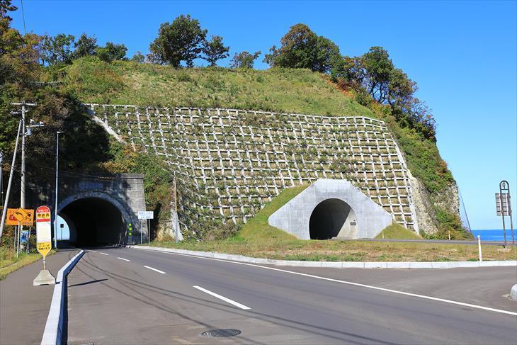 畚部岬のトンネル