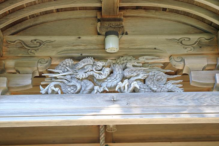 忍路神社 拝殿に刻まれた龍神