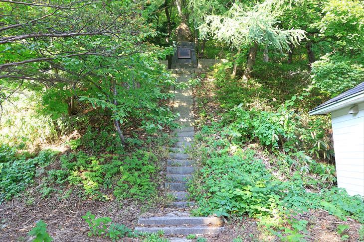 忍路神社の本殿への階段その1
