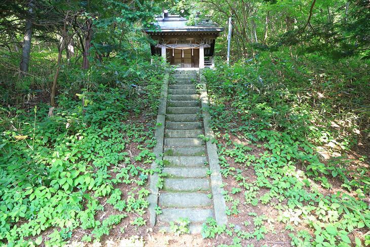 忍路神社の本殿への階段その2