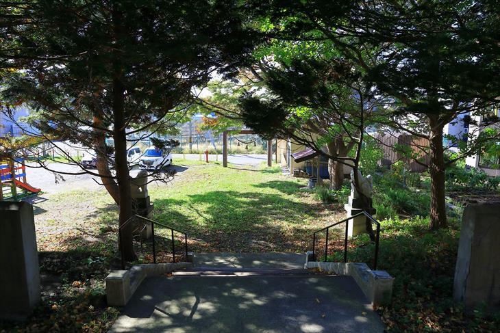 蘭島神社の境内