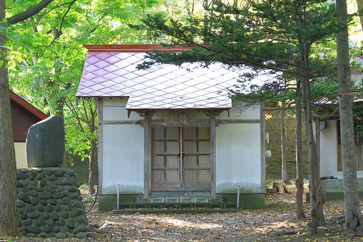 三社神社の社殿