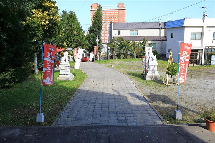 潮見ケ岡神社の境内