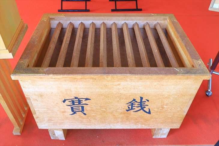 潮見ケ岡神社の賽銭箱