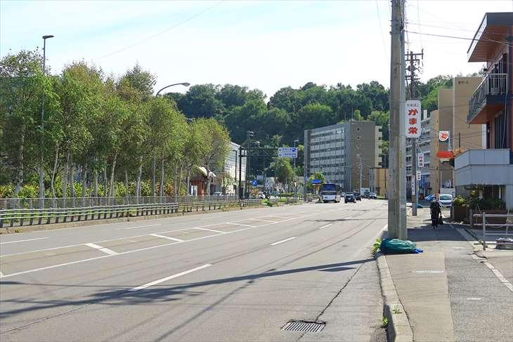 小樽築港駅前の道
