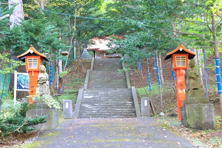 塩谷神社 参道の階段