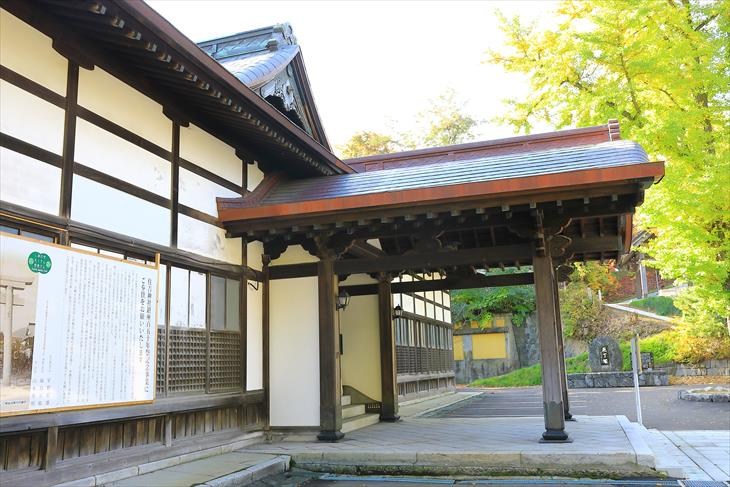 住吉神社 社務所の唐破風