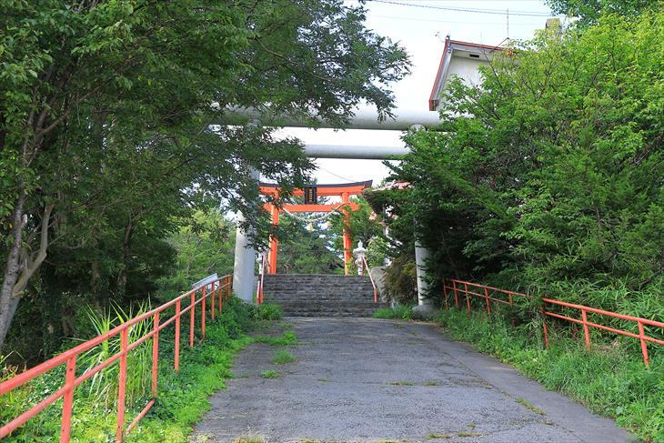 高島稲荷神社 参道の坂道