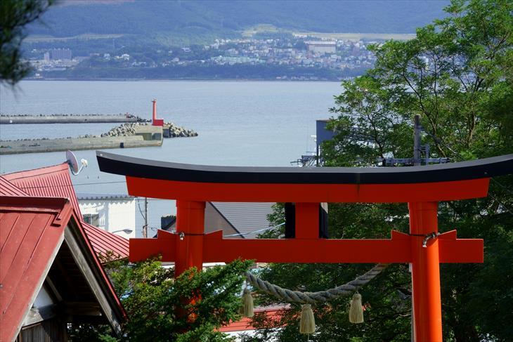 高島稲荷神社から見た小樽の海