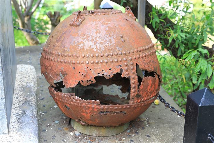 豊足神社にある機雷の残骸