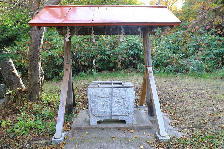 厩稲荷神社の手水舎