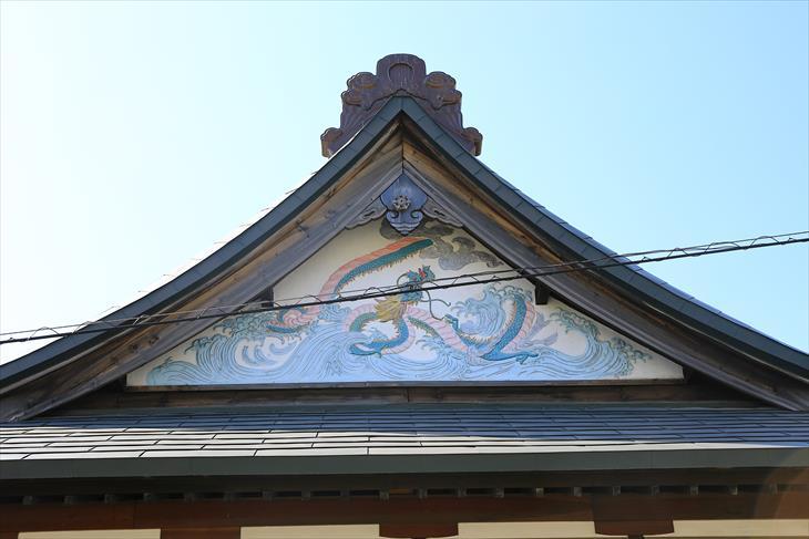 薬師神社の建物の龍神様