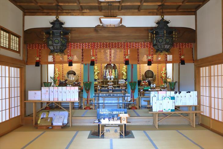 薬師神社 社殿の中